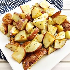Easy Oven-Roasted Red Skin Potatoes Recipe – Home Cooking Memories Red Skin Potatoes Recipe, Roasted Red Skin Potatoes, Baked Red Potatoes, Potatoes In Oven, White Potatoes, Oven Recipes, Side Dish Recipes, Red Potato Recipes, Stuffed Peppers