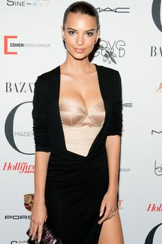 """""""Blurred Lines"""" model Emily Ratajkowski joined Gone Girl as Nick's young girlfriend. See who else has been cast in Gone Girl. Emily Ratajkowski Blurred Lines, Emily Ratajkowski Style, Stunning Women, Beautiful, Holly Peers, Robin Thicke, Gone Girl, Mannequins, Girl Fashion"""