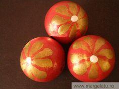 Margele lemn, rosii, pictate cu flori aurii,22mm