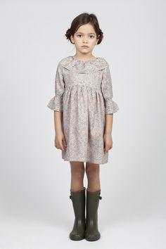 Vestido niña para entretiempo. Media manga con volantes en cuello y mangas..
