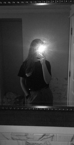 Cute Girl Poses, Girl Photo Poses, Cool Girl Pictures, Girl Photos, Selfi Tumblr, Image Swagg, Cute Selfie Ideas, Teen Girl Photography, Girl Hiding Face