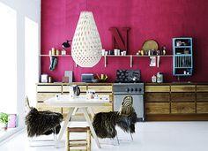 purpur lila akzentwand küche