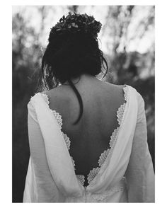 Así de espectaculares son las espaldas de @cayetanaferrer  { by @kiwo_estudio}. #goodnight #buenasnoches #wedding #weddingday #boda #bride #bridetobe #novia #groom #mariee #bridaldress #vestidodenovia #bohochic #bohemian #bohobride #espaldasinfinitas #weddingdress #photography #photoshoot #inlove #amazing #espectacular #beautiful #stunning #weddinginspiration #inspiration #love #like #picoftheday #siempremia