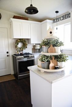 A Dozen Fixer Upper Style Tray Ideas: Lovely ways for incorporating modern farmhouse style trays into your decor including DIY ideas. Country Farmhouse Decor, Modern Farmhouse Kitchens, Farmhouse Style, Cottage Style, Farmhouse Design, Industrial Farmhouse, Farmhouse Ideas, Dining Room Table, Kitchen Dining
