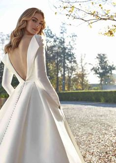 MORGANITE Wedding Dress from St. Patrick - hitched.co.uk Classy Wedding Dress, Stunning Wedding Dresses, Perfect Wedding Dress, Civil Wedding Dresses, Wedding Dresses Plus Size, Formal Dresses, Bridal Gowns, Marie, St Patrick