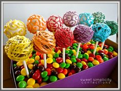 Sweet Simplicity Confections: Rainbow Cake Pops [Avery's 10th Birthday] Rainbow Cake Pops, Rainbow Food, Rainbow Theme, No Cook Desserts, Just Desserts, Dessert Recipes, Beautiful Cakes, Amazing Cakes, Food Themes