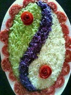 Pretty presentation of a lovely salad ~ Salad Decoration Ideas, Vegetable Decoration, Salad Design, Food Design, Cute Food, Yummy Food, Creative Food Art, Food Carving, Vegetable Carving