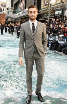 Douglas Booth wearing Burberry tailoring to the Noah London premiere 31/03/2014
