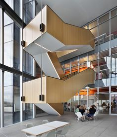 Google Image Result for http://manitobahydroplace.com/site_images/0403MH-TA-INT_atrium_stair_5.jpg