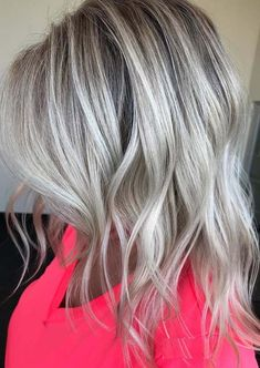 Hottest Silver Blonde Hair Color Trends in 2018 - The silver hair color is one of the much popular hair colors among ladies since last many years. Cool Blonde Hair Colour, Ice Blonde Hair, Beautiful Hair Color, Hair Color Highlights, Ombre Hair Color, Hair Color Balayage, Hair Colors, Ash Blonde, Pretty Hair