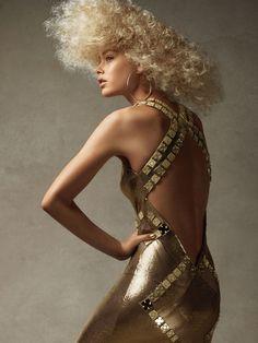 Doutzen Kroes in a Versace chain-mail dress with mirror detail photographed by Patrick Demarchelier for US Vogue, December Doutzen Kroes, Vogue Editorial, Editorial Fashion, 3d Fashion, Fashion Brands, Patrick Demarchelier, Versace Chain, Versace Versace, Gianni Versace