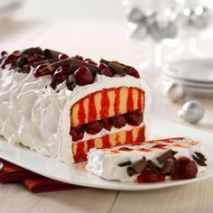 Cherry Poke Cake--It's an extravaganza of pound cake, cherry pie filling and chocolate curls. But this awesome poke cake qualifies as easy; it starts with a frozen cake. Poke Cakes, Poke Cake Recipes, Cupcake Cakes, Dessert Recipes, Jello Recipes, Kraft Foods, Kraft Recipes, Dessert Simple, Yummy Treats