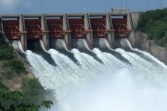 Top 10 biggest dams - Water Technology  This dam is known as kariba Dam located in zimbabwe. it is the world biggest dam based on water storage capacity. it storage capacity is 185 billions cube meter of water and a surface area of 5,580km2. The Lake Kariba covers a length of 280km and is 32km wide at its widest section.The double curvature concrete arch dam is owned by Zambezi River Authority and was constructed between 1955 and 1959 by Impresit of Italy.