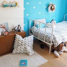 Ihanan raikas lastenhuone 😍 @annesodeco Minkä värinen teidän lastenhuone on? #sukhimatot #lastenhuone #sisustus #matto #valkoinen #turkoosi