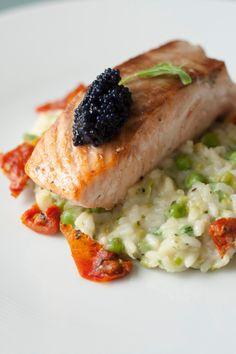 Healthy Salmon Recipes, Healthy Dishes, Fish Recipes, Healthy Eating, Salmon Risotto, Salmon Pasta, Soul Food Cafe, Bon Ap, Dinner Menu