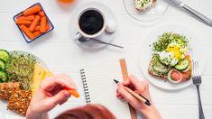 Du möchtest deine Ernährung in den Griff bekommen? Wir zeigen dir, wie du einfach einen Ernährungsplan erstellen kannst, mit dem du dich auch wohl fühlst. Healthy Living Tips, Healthy Habits, Healthy Recipes, Lose 10 Pounds In A Week, Losing 10 Pounds, Eating Carrots, Healthy Groceries, Nutrition Plans, Nutrition Guide