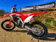 Du fährst Rennen und möchtest MX-Academy Honda Teamfahrer werden? Bewerbe Dich unter info@mx-academy.org oder +41(0)79 694 34 77 #teamrider #sponsorship2019 #hondateam #mxacademy #ridered #hondacrf Motocross Shop, Dirtbikes, Motorcycle Gear, Honda, Garage, Vehicles, Shopping, Motorbikes, Landing Gear