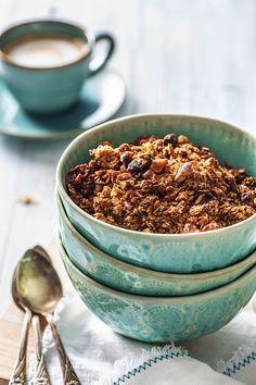 Quick and easy homemade granola recipes Granola Cups Recipe, Raw Pistachios, Hello Fresh Recipes, Healthy Snacks, Healthy Recipes, Yummy Recipes, Nutritious Breakfast, The Fresh, Fall Recipes