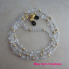 An eyeglass chain that goes with everything! Beaded Shoes, Beaded Jewelry, Diy Jewelry, Jewelery, Handmade Jewelry, Jewelry Making, Beaded Bracelets, Beaded Lanyards, Eyeglass Holder