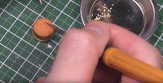 Wenn Barbie mal Bock auf Fast Food hat …  Miniaturen-Bastelprofi HMS2 schafft maßgeschneiderte Spielzeuglösungen für die Puppenstube. Man würde meinen, heute gibt es nichts in der Spielz...