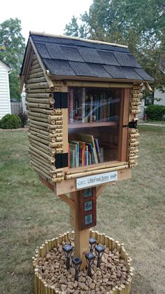 Little Free Library in Minneapolis, MN. Little Free Library Plans, Little Free Libraries, Little Library, Library Inspiration, Library Ideas, Little Free Pantry, Mini Library, Lending Library, Community Library