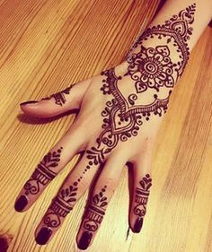 Advice About Hobbies That Will Help Anyone – Henna Tattoos Mehendi Mehndi Design Ideas and Tips Henna Tattoo Designs, Henna Tattoos, Henna Ink, Et Tattoo, Henna Body Art, Henna Mehndi, Mehndi Designs, Body Art Tattoos, Paisley Tattoos