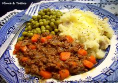 Quorn and vegetable gravy broccoli not tinned peas). Watching What I Eat: Mince & Tatties ~ a favorite Scottish meal Scottish Dishes, Scottish Recipes, Irish Recipes, English Recipes, Uk Recipes, Meat Recipes, Cooking Recipes, Healthy Recipes, Lamb Recipes