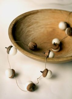 A beautiful garland of of 10 medium sized felted acorns in snow white. Each felted acorns are hand felted using softly spun merino wool and then glued to real acorn caps. I also individually stringed