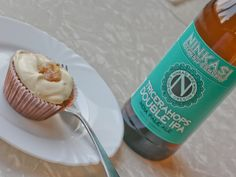 RECIPE: Carrotcake Cupcakes with Ninkasi double-IPA buttercream frosting Biscuit Cupcakes, Beer Cupcakes, Carrot Cake Cupcakes, Cooking With Beer, Double Ipa, Cake Business, Holiday Dinner, Love Cake, Buttercream Frosting