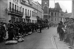 Berkshire Yeomanry assemble in Friar St August 1914