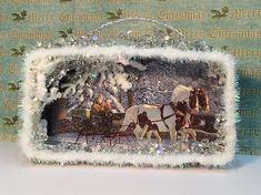 Christmas shadow box made with leftover Christmas cards. Handmade Ornaments, Xmas Ornaments, Christmas Decorations, Holiday Decorating, Christmas Wreaths, Shabby Chic Christmas, Vintage Christmas, Christmas Projects, Holiday Crafts