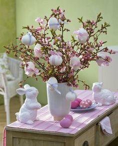 Ostern in Pastellfarben Easter gifts Easter Tree, Easter Wreaths, Easter Bunny, Easter Eggs, Diy Easter Decorations, Decoration Table, Diy Osterschmuck, Easter Flower Arrangements, Easter Egg Crafts