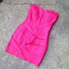 Hot pink body con dress Zips up the back- only worn once !  Beautiful hot gal Dresses