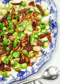 Lun rosenkålssalat med honning og mandler ⋆ BY DIANAWI Kung Pao Chicken, Food Pictures, Lchf, Healthy Life, Side Dishes, Food And Drink, Veggies, Vegetarian, Dinner