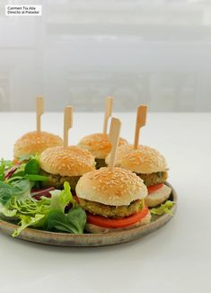 Mini Burgers aguacate y quinoa Chicken Salad Recipes, Veggie Recipes, Vegetarian Recipes, Cooking Recipes, Healthy Recipes, Mini Burgers, Salmon Burgers, Good Food, Food And Drink