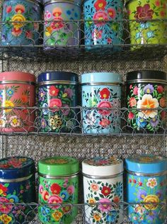Love these colourful tins ! They'd look wonderful on a canal boat, the style of art is similar