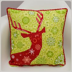 'Not so spring deer' by Sewing Under Rainbow, via Flickr (Click on pic to get link for the free paper piece pattern!) Edited in: http://jednoiglec.blogspot.com/2012/12/not-so-spring-deer-pattern.html