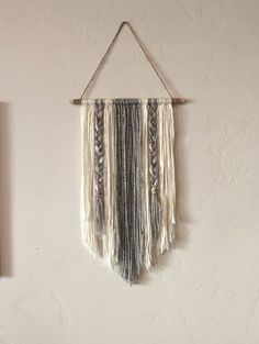 Modern Yarn Wall Hanging Gray and Ivory by BraidedLovelies on Etsy Yarn Wall Art, Yarn Wall Hanging, Diy Hanging, Diy Wall Art, Diy Art, Wall Hangings, Hanging Decorations, Wall Decor, Art Yarn