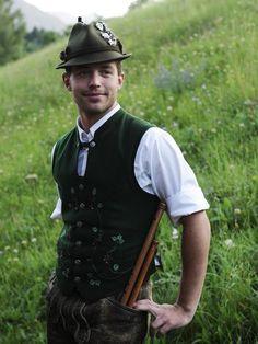 salzkammergut outfit   Photograph by Sisse Brimberg & Cotton Coulson, Keenpress