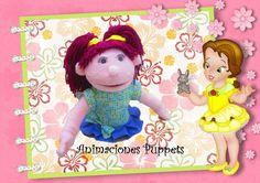 Títere niña de 30 cm, color rosa suave, vestido de lunares pequeños, lazo y volante azul, cabello rojo ladrillo, con dos coletas  (código NA-21)