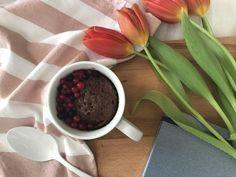Ατομικό κέικ σοκολάτας χωρίς ζάχαρη, έτοιμο σε 2 λεπτά