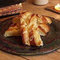 Father Anselm's Warm Almond Pastry by Outlander Kitchen Scottish Recipes, Irish Recipes, Outlander Recipes, Almond Pastry, Cooking Bread, Kitchen Recipes, Great Recipes, Breakfast Recipes, Sweet Tooth