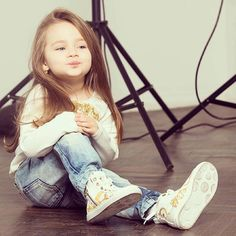 Regardless of your taste, you will find these cool baby names 2016 for girls super stylish and hip. Cute Little Girls, Cute Baby Girl, Little Babies, Cute Kids, Cute Babies, Babies Pics, Dad Baby, Baby Kids, Beautiful Children