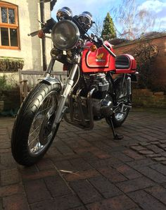 In the UK winters can be one gray, flat day after another. Once in a while though a cold sunny days demands you get some vitamin D and get outside. With the bike getting closer a dry build was just the excuse.........
