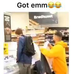 Bruhh😂😂💀 (via:👉 gift for guys Trending Memes Page ( Funny Videos, Funny Video Memes, Funny Relatable Memes, Funny Posts, Funny Shit, Haha Funny, Funny Cute, Funny Stuff, Siri Funny