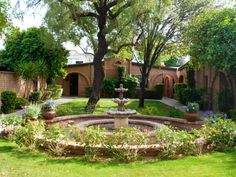 Wonderful Spanish Garden Design Ideas for Amazing Garden Spanish Garden, Beautiful Pools, Shade Trees, Garden Pictures, Back Patio, Exposed Brick, Amazing Gardens, Digital Photography, Lush