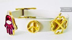 Bracelete em couro com pingentes - R$27.00