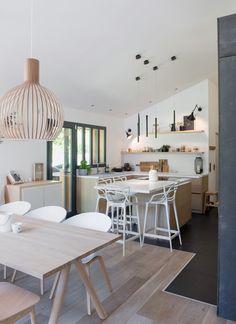 Ein Haus als Ode an die Natur - Emma Home Kitchen Decor, Kitchen Design, Home Improvement Loans, Kitchen Remodel, Kitchen Renovations, Home Furnishings, New Homes, Room Decor, Interior Design