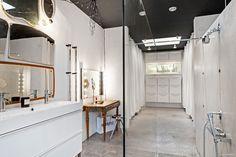One of the coolest bathrooms, via blog La Maison d'Anna G