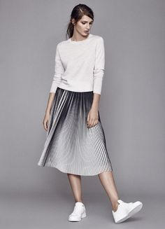 54 ideas for skirt pleated midi outfit casual Pleated Skirt Outfit, Skirt Outfits, Casual Outfits, Dress, Modest Fashion, Skirt Fashion, Midi Rock Outfit, Shorts Longs, Skirt And Sneakers